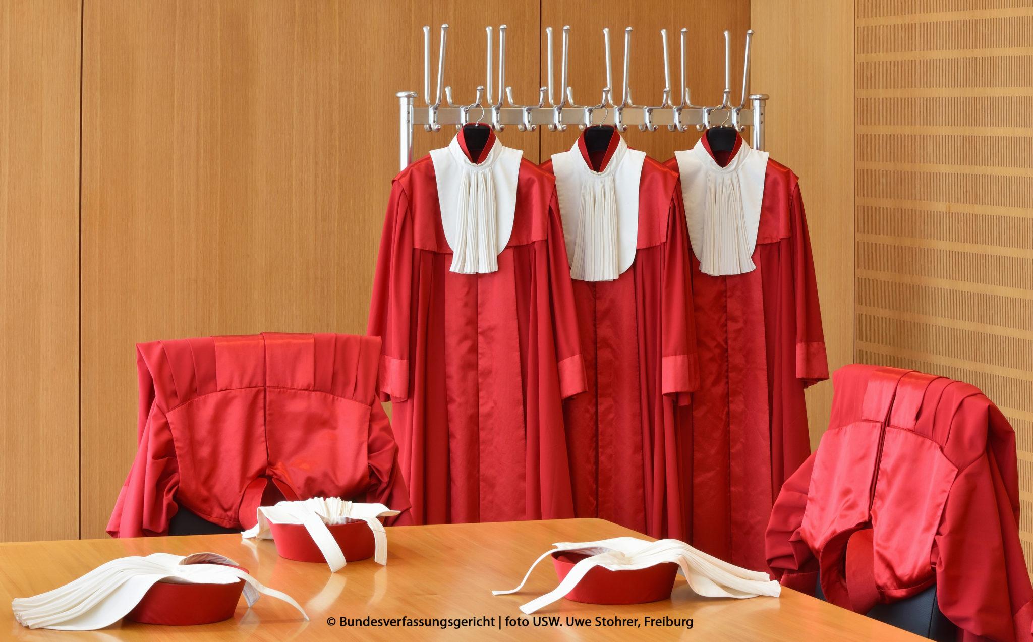 Rote Roben